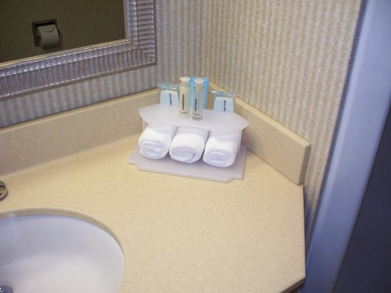 Best Western Okemos/East Lansing Hotel & Suites : Soaps, nail file, cotton balls, cotton swabs.