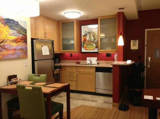 Residence Inn Helena: Kitchen