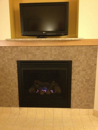 Residence Inn Helena: Fireplace