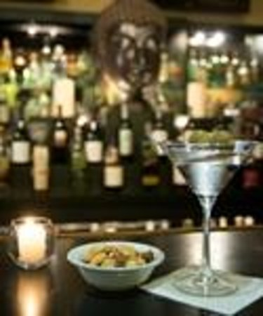 Airtel Plaza Hotel and Conference Center: Martini at Clipper Club Lounge