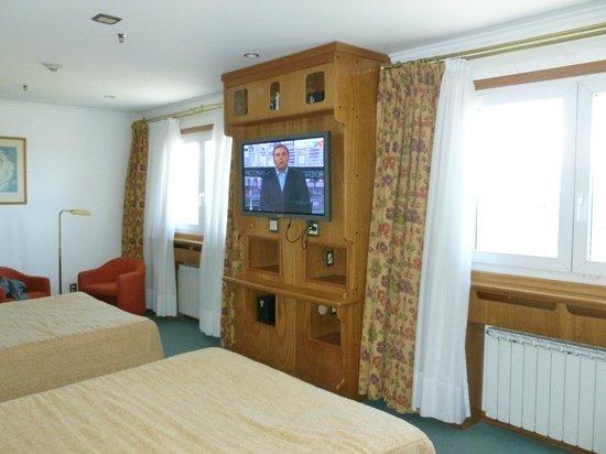 Hotel Tres Reyes: Habitación amplia y muy cómoda