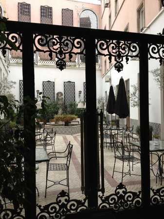 Hotel Infante Sagres: jardim interno