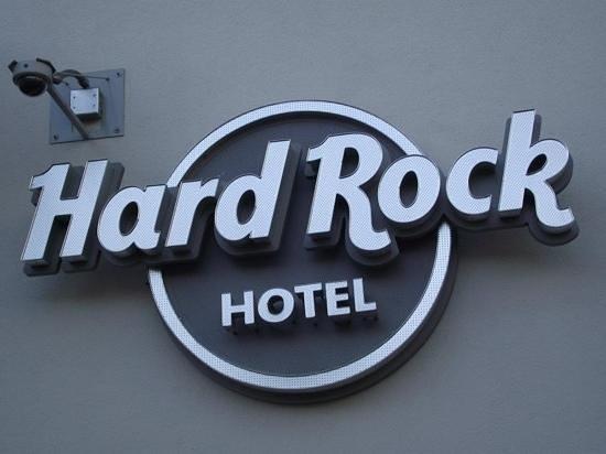Hard Rock Hotel San Diego: Nice front Hard Rock Logo.