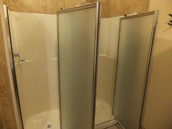 Cambie Hostel - Seymour: The Bathroom