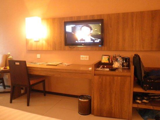 Royal Ambarrukmo Yogyakarta: The room with TV and mini bar