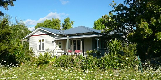 Matakana Village Cottages: The Bungalow Sleeps 6