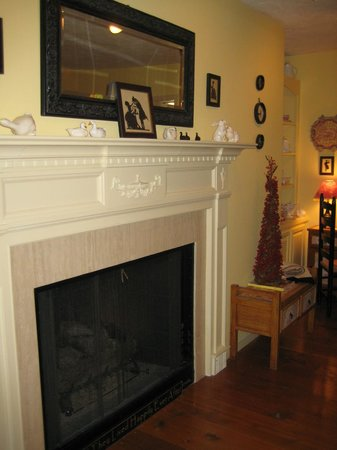 The Inn at White Oak: another fireplace