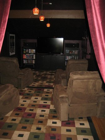 The Inn at White Oak: theater room