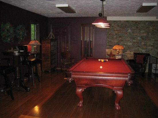 The Inn at White Oak: billiard room