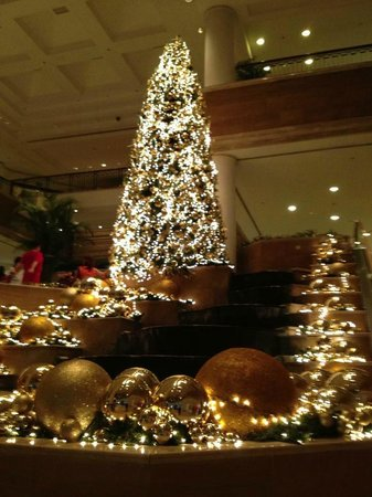 Grand Hyatt Jakarta: Christmas decorations in main lobby