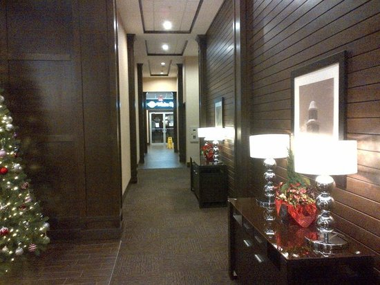 Four Points by Sheraton Edmonton Gateway: Hallway leading to White Spot