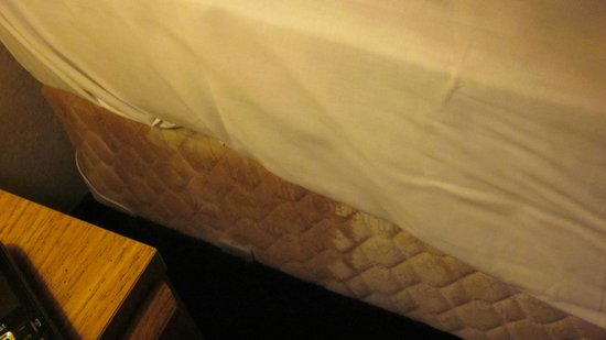 Guest House Inn: Stain on other side of mattress