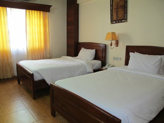 Angkor Pearl Hotel: Superior room with comfy bed
