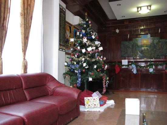 Angkor Pearl Hotel: The warm lobby