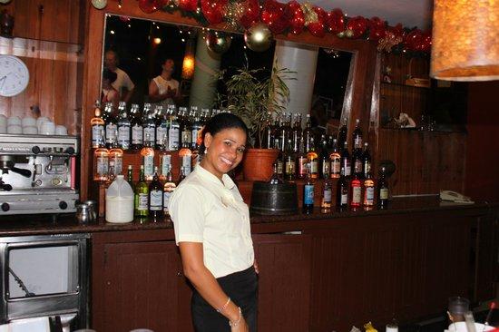 Viva Wyndham Tangerine : le personnel souriant du bar