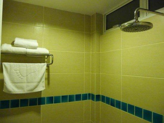 Hotel Asia Langkawi: douche et toilette