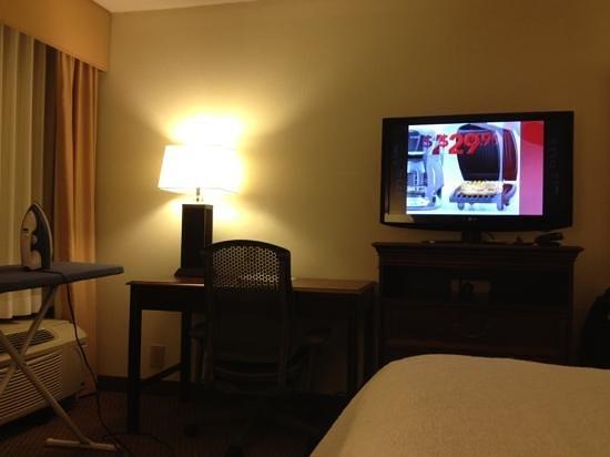 Hampton Inn Lexington/Columbia: King room relaxation