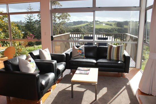 Riverside Matakana: Living area