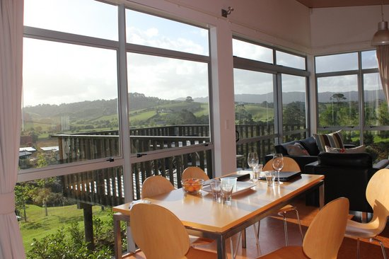 Riverside Matakana: Dining room & private balcony