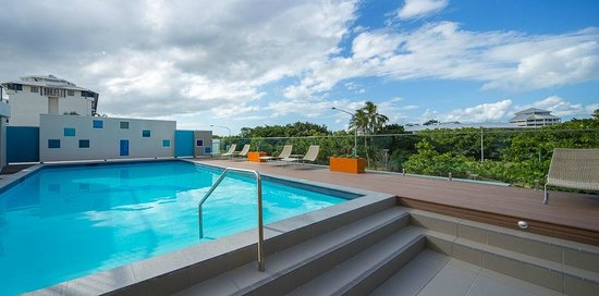 Pacific Hotel Cairns: Pool deck