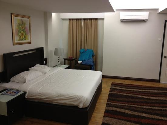 Khalifa Suites Hotel & Apartment: spacious room! I like! price per night is worth it with the space