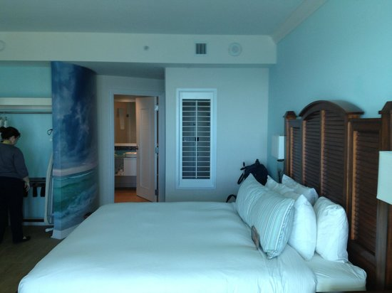Margaritaville Beach Hotel: King bedroom.