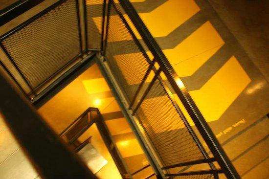 หลับดีกรุงเทพ - สีลม: Stairs in Lub D