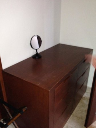 Acanto Condo Hotel & Vacation Rentals: No closet... use this!