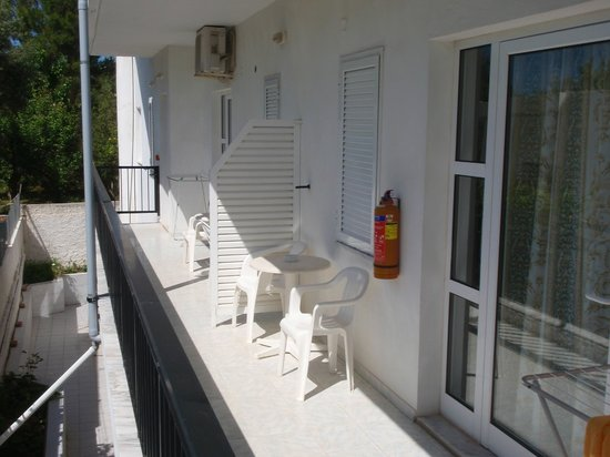 Niriis Hotel: Room balcony.