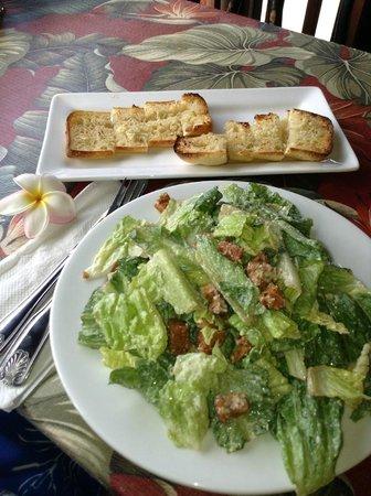 Beach Hippie Grill: Caesar salad and garlic bread
