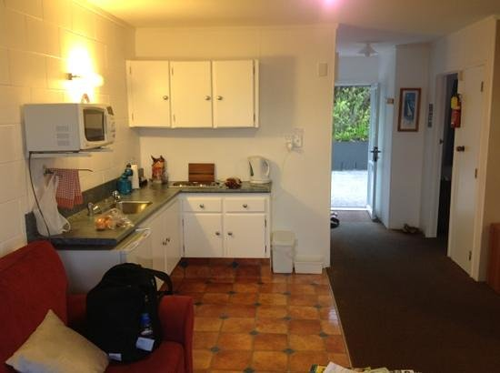 Harbour View Motel: kitchen area