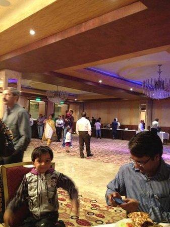 Savoy Suites Manesar: banquet hall