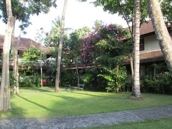 Hotel Santika Premiere Beach Resort Bali: Hotel Garden 1