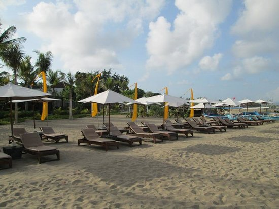 Hotel Santika Premiere Beach Resort Bali: Beach at back of hotel