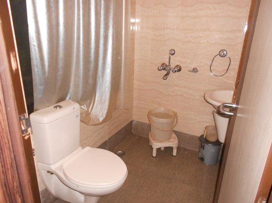The Boulevard Hotel: the Bath room