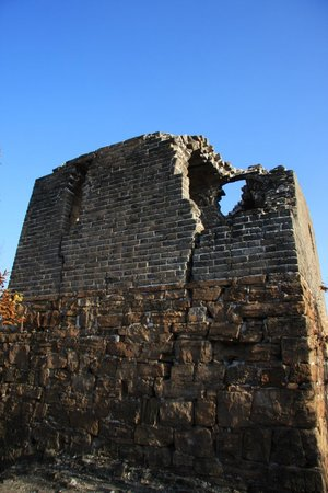 Great Wall at Huangya Pass (Huangyaguan Changcheng): Fort at the summit
