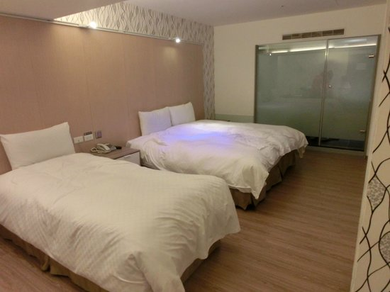 New Stay Inn: Nice modern room