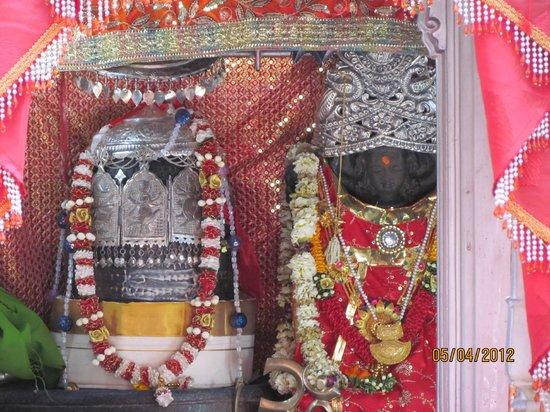 Kheer Bhawani Temple : Raja Rajeshwari Shri Kheer Bhawani Jee