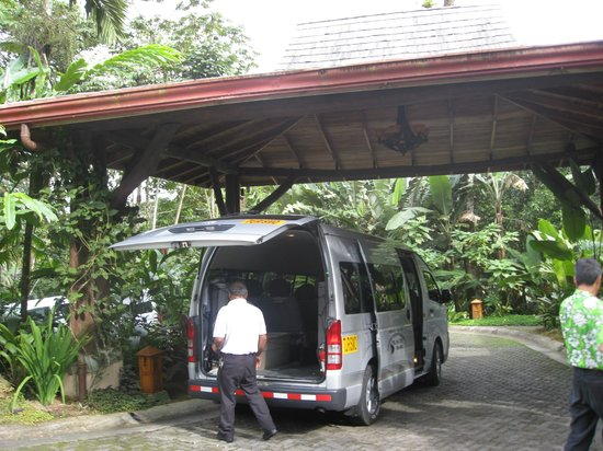 Lost Iguana Resort & Spa: unloading the van!