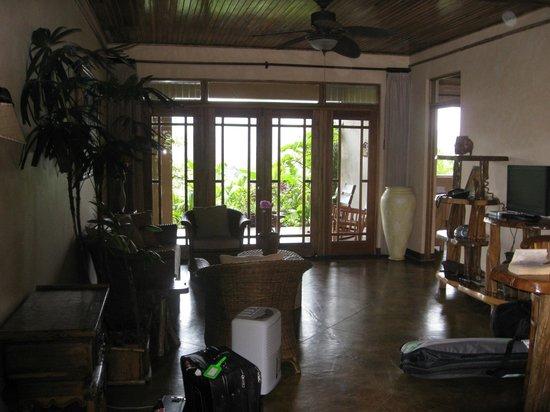 Lost Iguana Resort & Spa: living room of suite