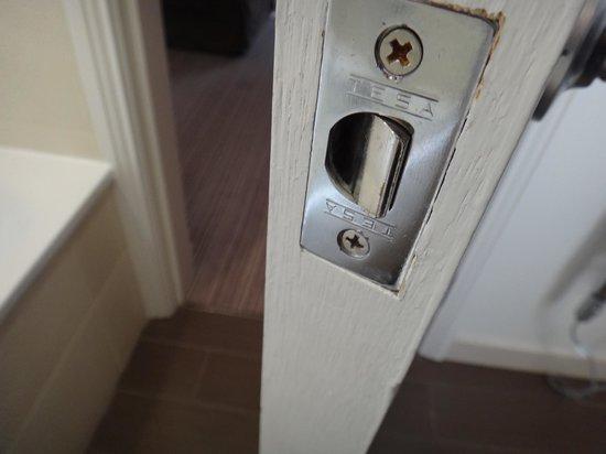 Thistle Holborn, The Kingsley: stuck lock