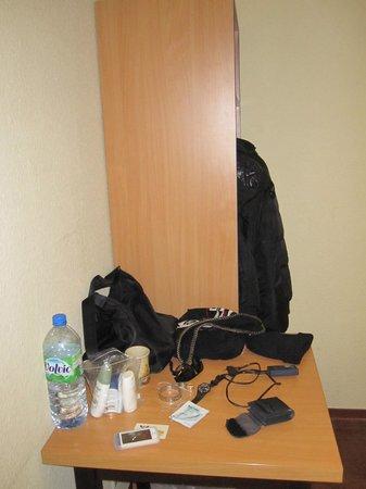 Acama Kreuzberg Hotel+Hostel: armadio minimal