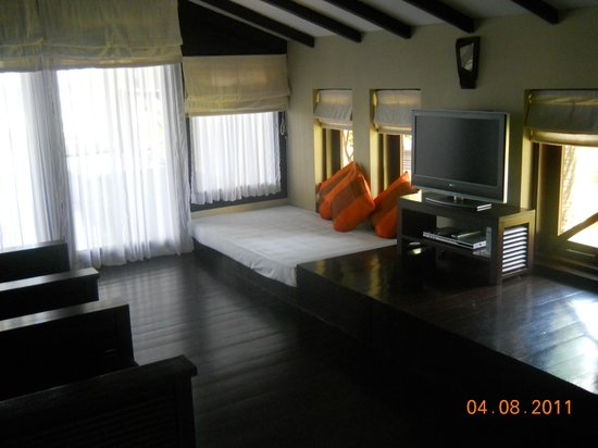 Bay of Bengal Resort: living room