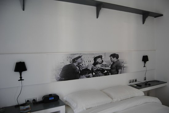 Hydra Icons Guest House : The bed