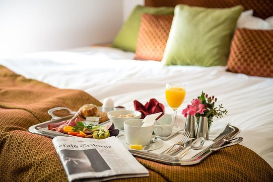 Victory Hotel: Breakfast in bed