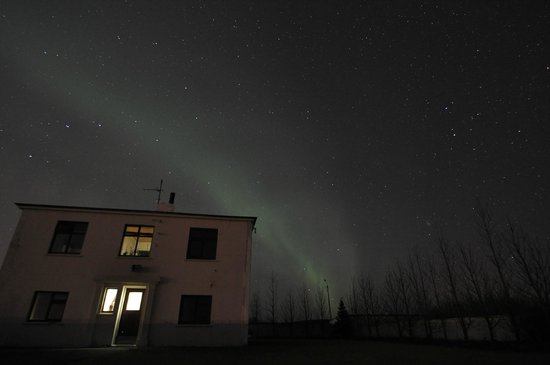Gunnarsholmi Guesthouse: Northern lights outside the Guesthouse