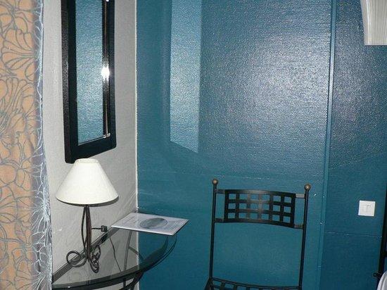 Adonis Sanary Hôtel des Bains : room