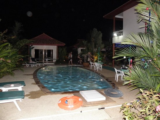 Sansuko Ville Bungalow Resort: poolside