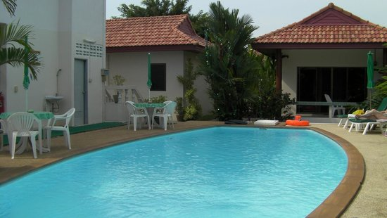 Sansuko Ville Bungalow Resort: poolside2