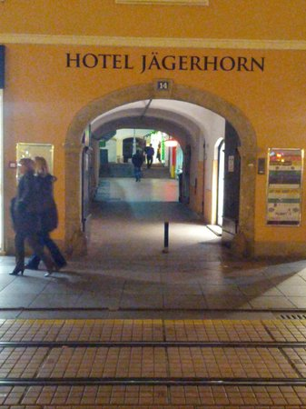 Hotel Jagerhorn: Hotel Entrance in Pedestrian Zone